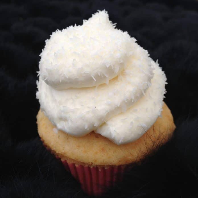 Vanille Cupcakes Mit Marshmallow Fullung Lovelyliciousme