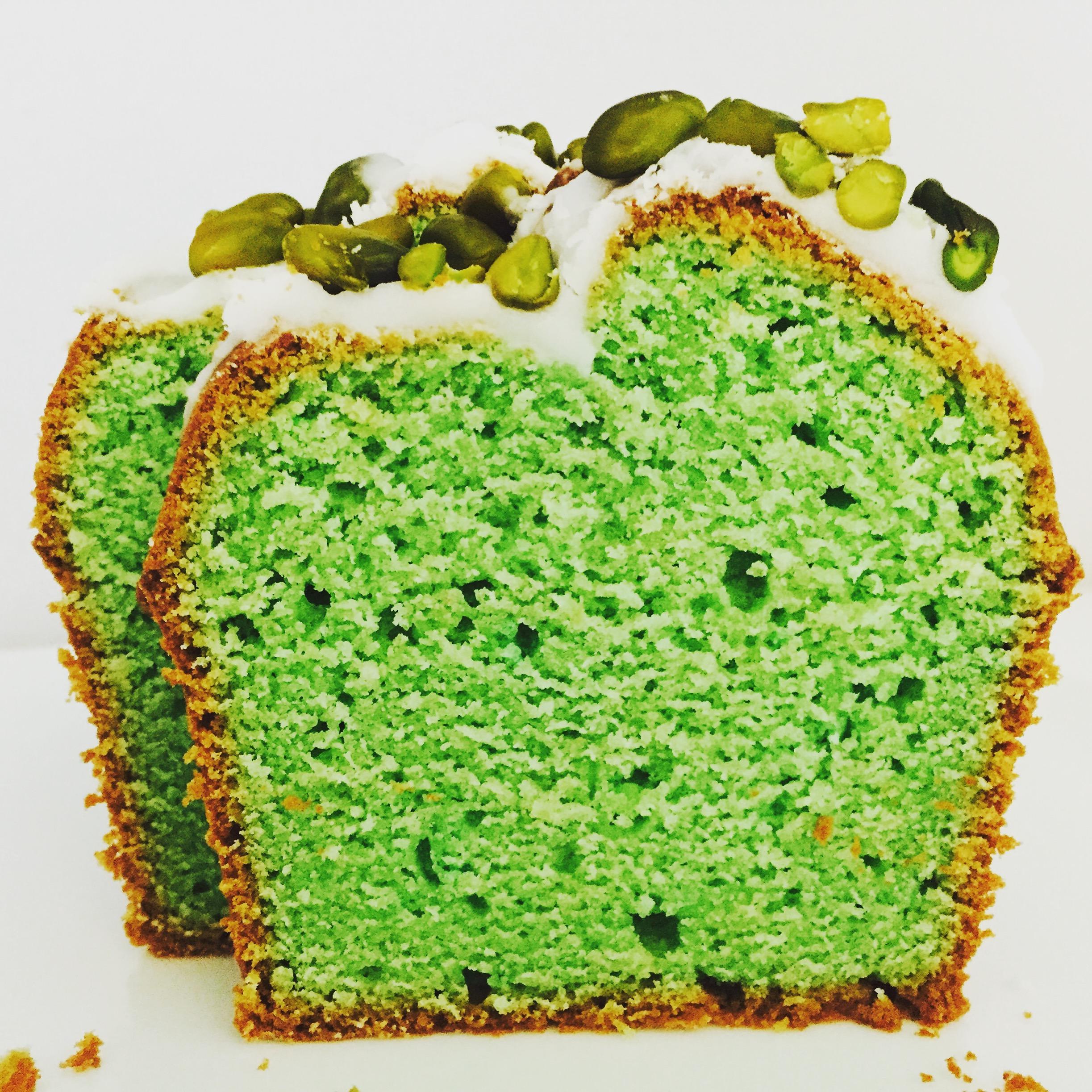 avocado kuchen mit limettenguss und pistazien lovelyliciousme. Black Bedroom Furniture Sets. Home Design Ideas