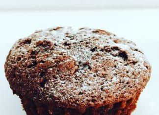 Double Chocolate Muffins sind kleine Küchlein mit ganz viel Schokolade. Innen und außen! Mit Zartbitter und Vollmilch in Kombination!