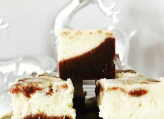 Cheesecake Brownies ist eine Kombination aus schokoladigem Teig mit einer Frischkäsehaube. Eine leckere Mischung die jeden Geschmack trifft.