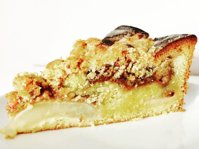 Weihnachtlicher Marmorkuchen verbindet den klassischen Marmorkuchen mit weihnachtlichen Zutaten und Äpfeln. Wunderbar für die Feststage geeignet.