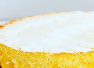 Weißer Schokoladen Käsekuchen, ist mehr Souffle als Kuchen und wird mit weißer Schokolade verfeinert, die ein besonderes Aroma hinterläßt.