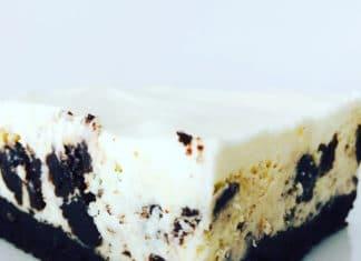 Oreo Cheesecake ist eine Mischung aus Oreo Keksen, leckerem Schokoladenboden, Frischkäse und Schmandguss. Oreo´s dürfen nicht fehlen!