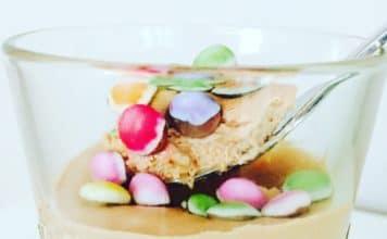Schokoladenmousse mit Quark ist die leichte Variante der Mousse au chocolate. Gepimpt mit Smarties ein leckeres schnelles Dessert