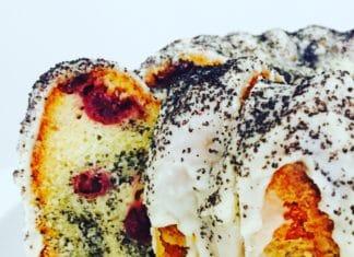 Eierlikör Kirsch Gugelhupf ist eine Symbiose aus Frucht, Alkohol und Mohn. Der Kuchen ist sehr saftig, sehr geschmackig und schnell zubereitet.
