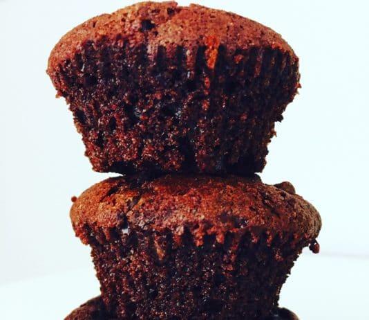 Schokoladenmuffins mit Schokodrops, ist die volle Schokoladendröhnung und zugleich wunderbar saftig und fluffig von drinnen.