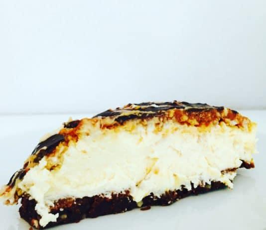 Samoa Cheesecake ist ein Kuchen der nach Urlaub, Sonne, Sand und Stand schmeckt. Ein Kuchen der das Sommerfeeling nach Hause holt.r