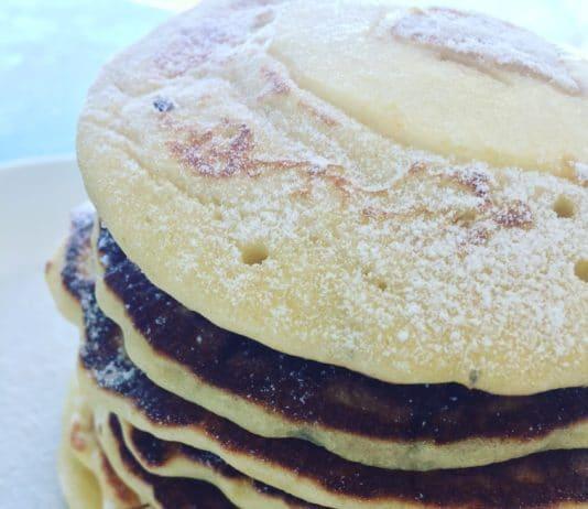 Buttermilch Pancakes sind unschlagbar lecker, fluffig, geschmacklich kaum zu toppen und wirklich eine tolle Alternative zu den üblichen Pfannekuchen.