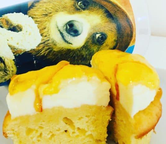 Paddington Bear ist der kuschelige sprechende Teddy der bei einer reizenden Familie in London lebt und dort tolle Abenteuer bestreitet.