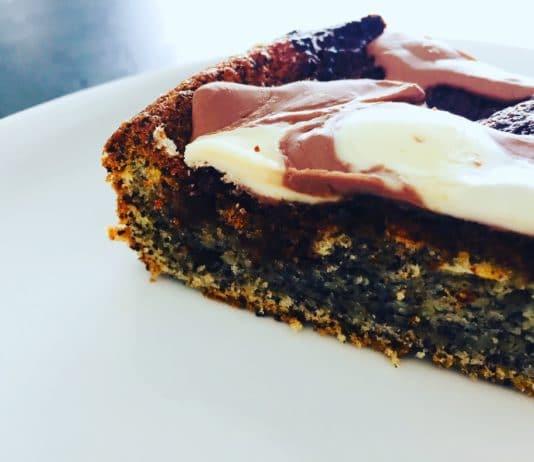 Mohnkuchen mit Schokoladenresteverwertung ist der absolute Hit. Hier kann jeder Art von Schokolade genutzt werden, der Fantasie sind keine Grenzen gesetzt.
