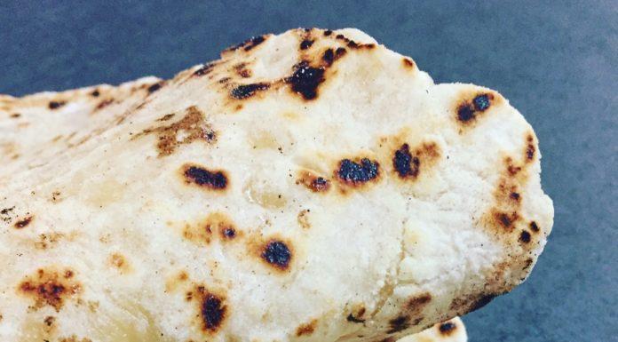Ist die Alternative zum Naan Brot. Es besteht aus klassischen Zutaten wie Mehl, Wasser und Salz.
