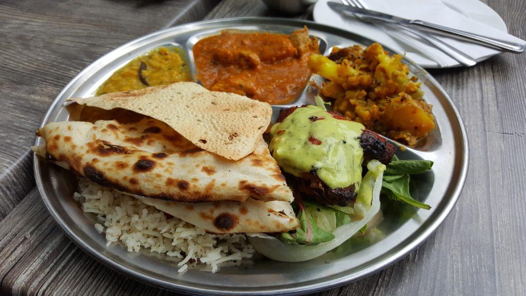 Indien und sein Essen, ist genauso bunt wie seine Farben und die Gewürze, die dieses Land prägen. Eine Reise ins Land des Genusses!
