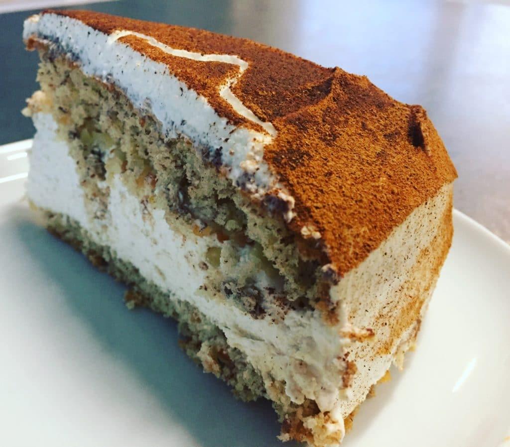 Zimt - Mascarpone - Torte ist eine winterliche Torte. Bestehens aus einem Mandelbiskuitboden und einer Sahne Mascarpone cremig, verfeinert mit Zimt.