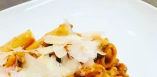 Salsiccia Ragout ist die Antwort auf die klassische Bolognese. Eine Sauce aus iatlienischer Wurst, tollen Gewürzen und einer grandiosen Konsistenz